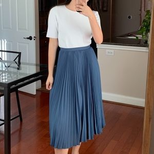 Banana republic pleated blue skirt size 0